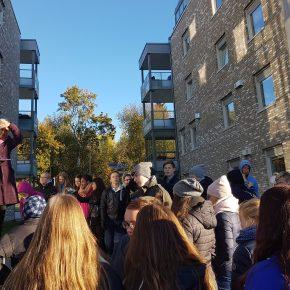 Elever fra Hanstad påbesøk